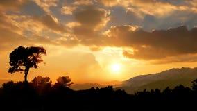 заход солнца холмов тенистый Стоковые Изображения
