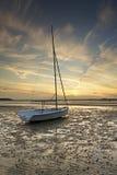 заход солнца шлюпки пляжа Стоковое фото RF