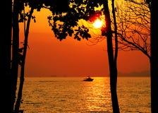 заход солнца шлюпки тропический Стоковое фото RF