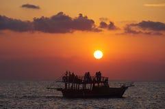 заход солнца шлюпки Стоковое Изображение