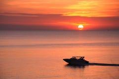 заход солнца шлюпки samed островом Стоковая Фотография RF