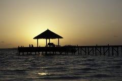 заход солнца 2 людей наблюдая Стоковая Фотография