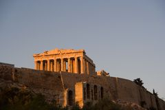 заход солнца athens акрополя стоковые изображения rf