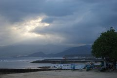 заход солнца bali Индонесии Стоковые Изображения