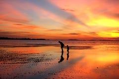 Заход солнца Belitung - вы ll ` никогда не идете самостоятельно 2 Стоковые Изображения