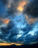 заход солнца cloudscape Стоковые Изображения