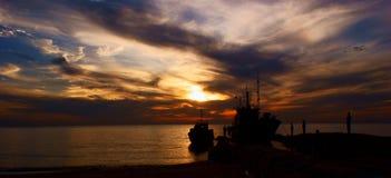 заход солнца fisher шлюпки Стоковые Изображения RF