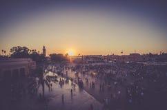 Заход солнца Jemaa el-Fnaa стоковые изображения rf