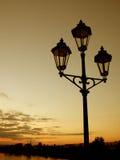 заход солнца lamppost Стоковая Фотография