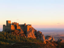 заход солнца loarre замока стоковые фотографии rf