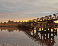 заход солнца lossiemouth моста пляжа Стоковая Фотография RF