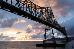 заход солнца megler моста astoria стоковое фото