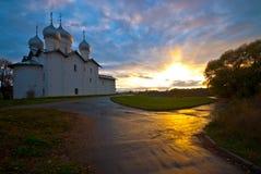 заход солнца novgorod gleb церков boris большой стоковые фото