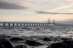 заход солнца oresunds моста стоковые изображения