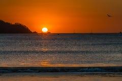 Заход солнца Playa Potrero красочный Стоковые Фотографии RF