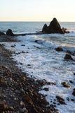 заход солнца seascape камушка пляжа Пляж Rena, Riva Trigoso турист sestri области Лигурии levante Италии назначения Италия Стоковые Фотографии RF