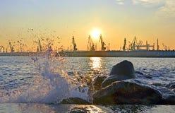 Заход солнца в порте Стоковая Фотография