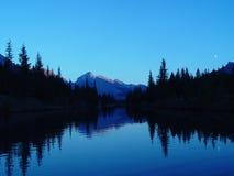 заход солнца горы озера Стоковое фото RF