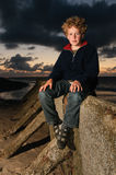 заход солнца мальчика Стоковые Фотографии RF