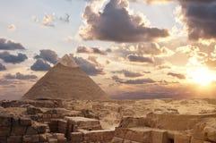 заход солнца пирамидок giza Стоковое Изображение RF
