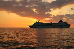 заход солнца туристического судна Стоковые Изображения