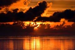 Заход солнца апельсина спокойный на пляже Стоковые Фото