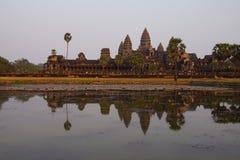 Заход солнца, башни gopura Angkor Wat Стоковые Изображения RF