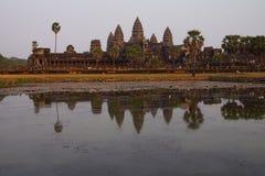 Заход солнца, башни gopura Angkor Wat Стоковые Фотографии RF