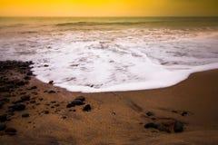 Заход солнца берега океана Стоковые Изображения RF