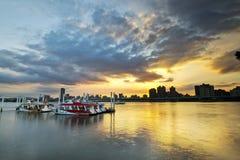 Заход солнца берега реки города Тайбэя Стоковое Изображение RF