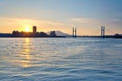 Заход солнца берега реки города Тайбэя стоковая фотография