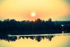 Заход солнца, берег реки Стоковое фото RF