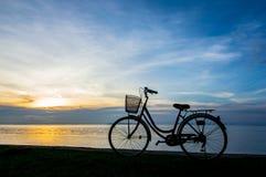 Заход солнца велосипеда Стоковое Фото