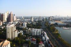 Заход солнца взгляда городского пейзажа Бангкока Стоковая Фотография