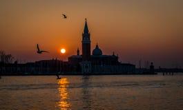 Заход солнца, взгляд к грандиозному каналу Венеции, Италии Стоковые Изображения