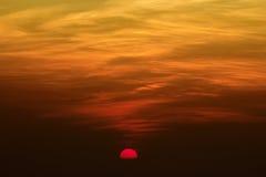 Заход солнца/восход солнца красивой славы неба красный Стоковое Изображение RF