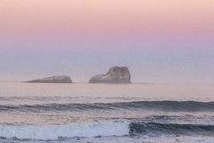 Заход солнца & волны Стоковые Фотографии RF