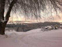 Заход солнца в ландшафте зимы покрытом с снегом Стоковое фото RF