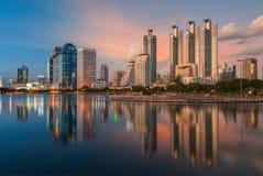 Заход солнца в Бангкоке от дня к ноче Стоковое фото RF
