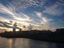 Заход солнца в Брайтоне стоковые фотографии rf