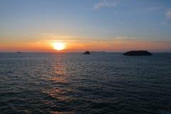 Заход солнца в Бретани, Святом-Malo, Франции Стоковое Фото