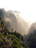 Заход солнца в горах желтого цвета Huangshan Стоковые Фотографии RF