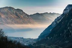 Заход солнца в горах окружая озеро Garda, Италию Стоковая Фотография RF