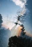 Заход солнца в горах, удваивает подверганный действию Стоковые Изображения RF