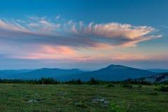 Заход солнца в горах южного Урала красивейший заход солнца неба Природа южного Урала Стоковая Фотография RF
