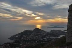 Заход солнца в Дубровнике с взглядом к морю Стоковые Изображения