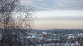 Заход солнца в лесе России зимы сток-видео
