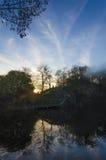 Заход солнца в затопленном старом карьере Стоковая Фотография