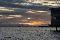 Заход солнца в заливе Манила Стоковое Изображение RF