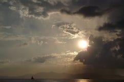 Заход солнца в море Стоковые Изображения